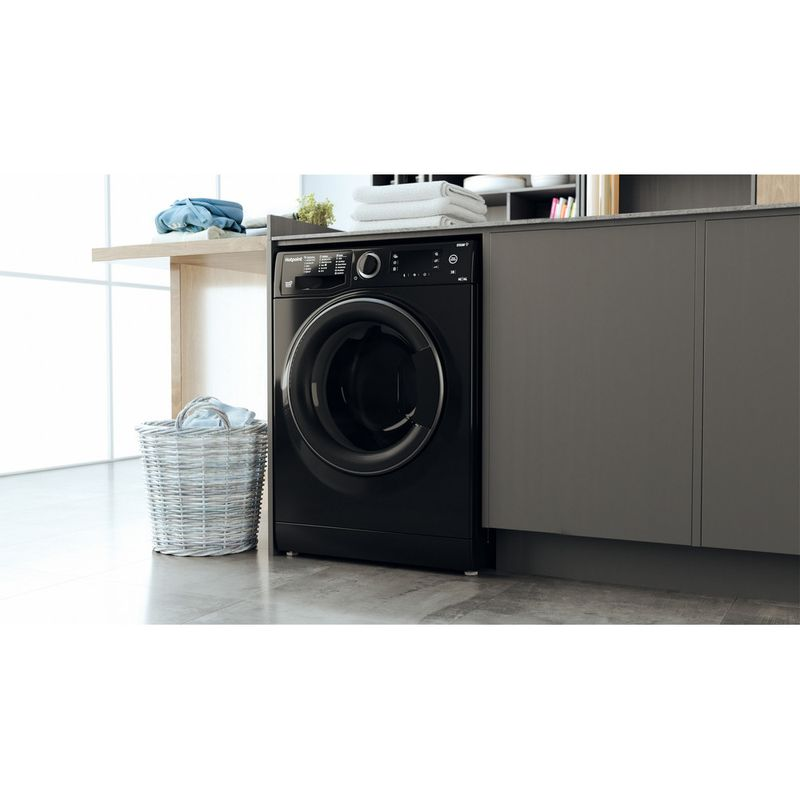 Hotpoint-Washer-dryer-Free-standing-RD-966-JKD-UK-N-Black-Front-loader-Lifestyle-perspective