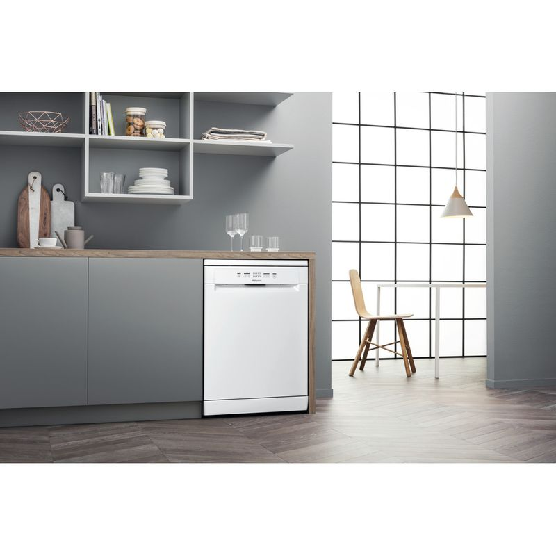 Hotpoint-Dishwasher-Free-standing-HFC-2B19-UK-N-Free-standing-F-Lifestyle-perspective