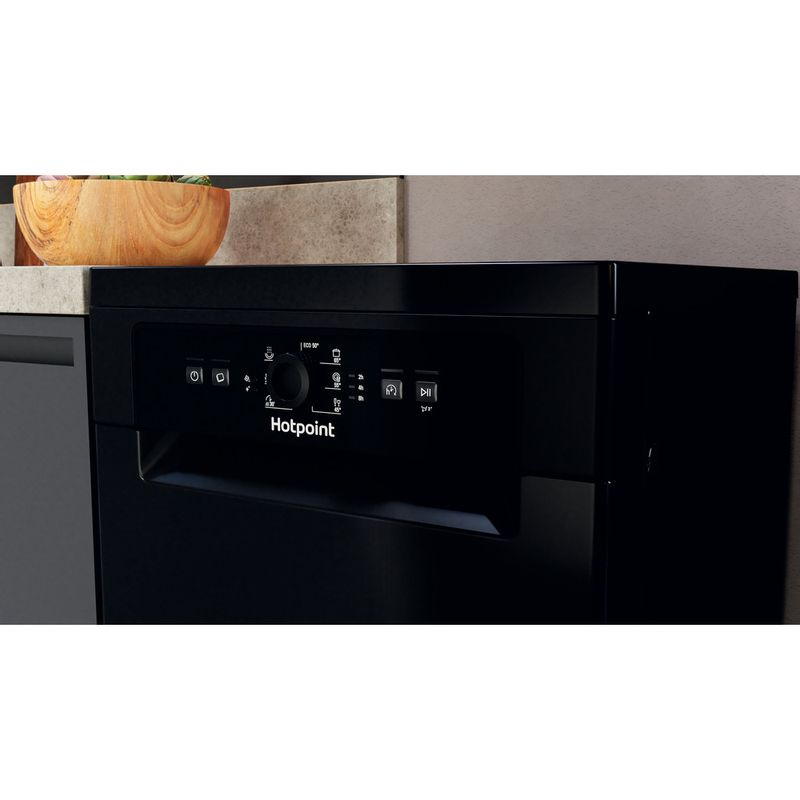 Hotpoint-Dishwasher-Free-standing-HSFE-1B19-B-UK-N-Free-standing-F-Lifestyle-control-panel