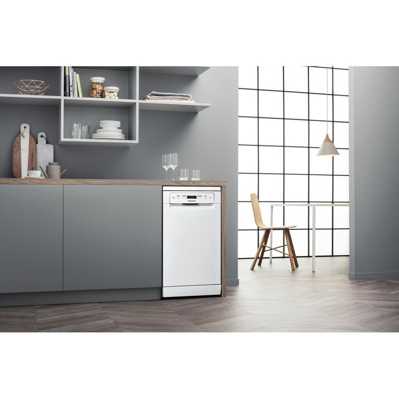 Hotpoint-Dishwasher-Free-standing-HSFC-3M19-C-UK-N-Free-standing-F-Lifestyle-perspective