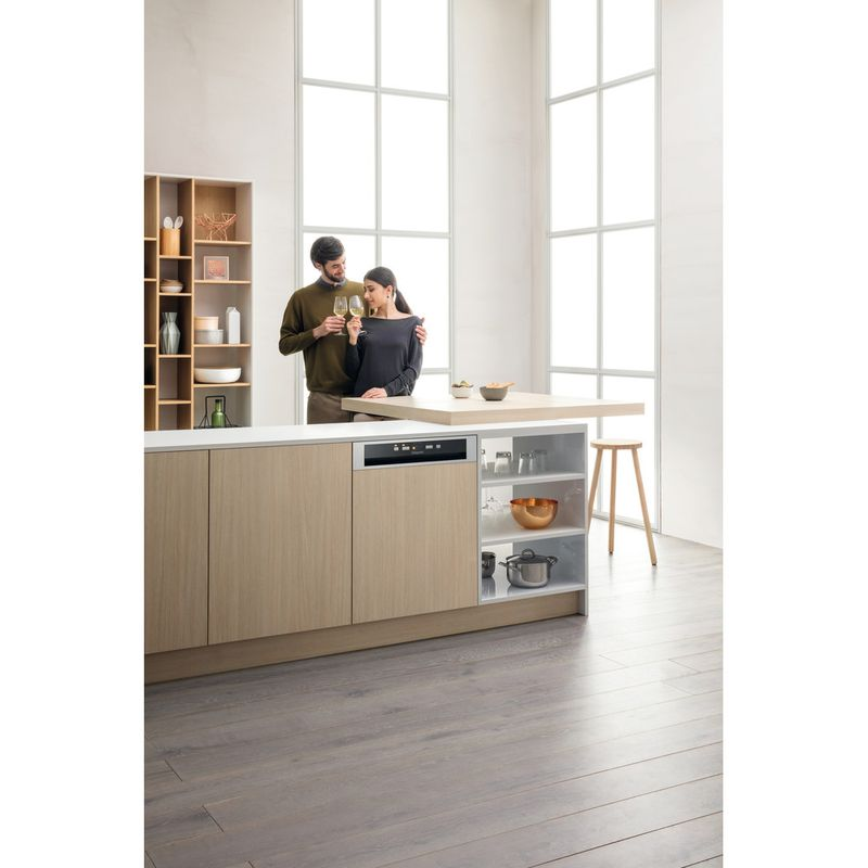 Hotpoint-Dishwasher-Built-in-HBC-2B19-X-UK-N-Half-integrated-F-Lifestyle-people
