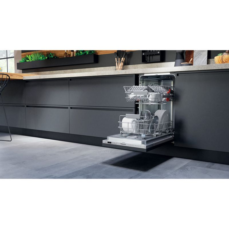 Hotpoint-Dishwasher-Built-in-HSICIH-4798-BI-UK-Full-integrated-E-Lifestyle-perspective-open