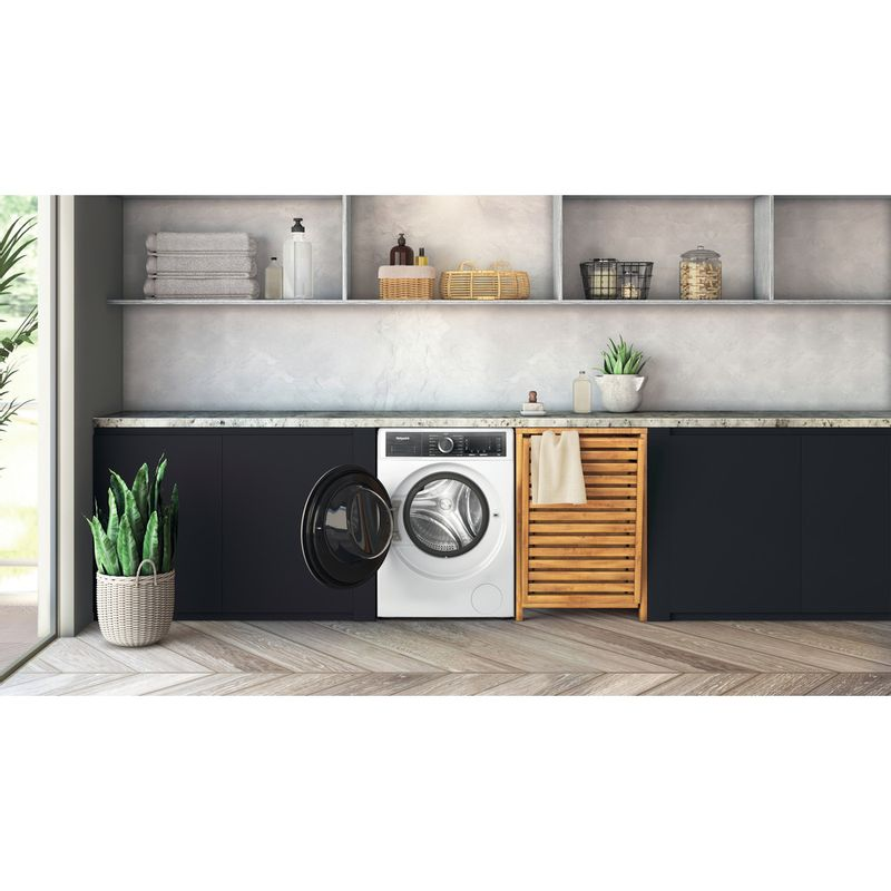 Hotpoint-Washing-machine-Free-standing-H6-W845WB-UK-White-Front-loader-B-Lifestyle-frontal-open