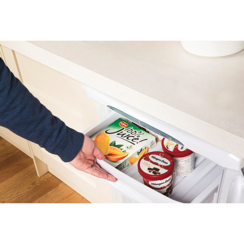 Hotpoint-Freezer-Free-standing-RZA36P.1-Global-white-Lifestyle-people