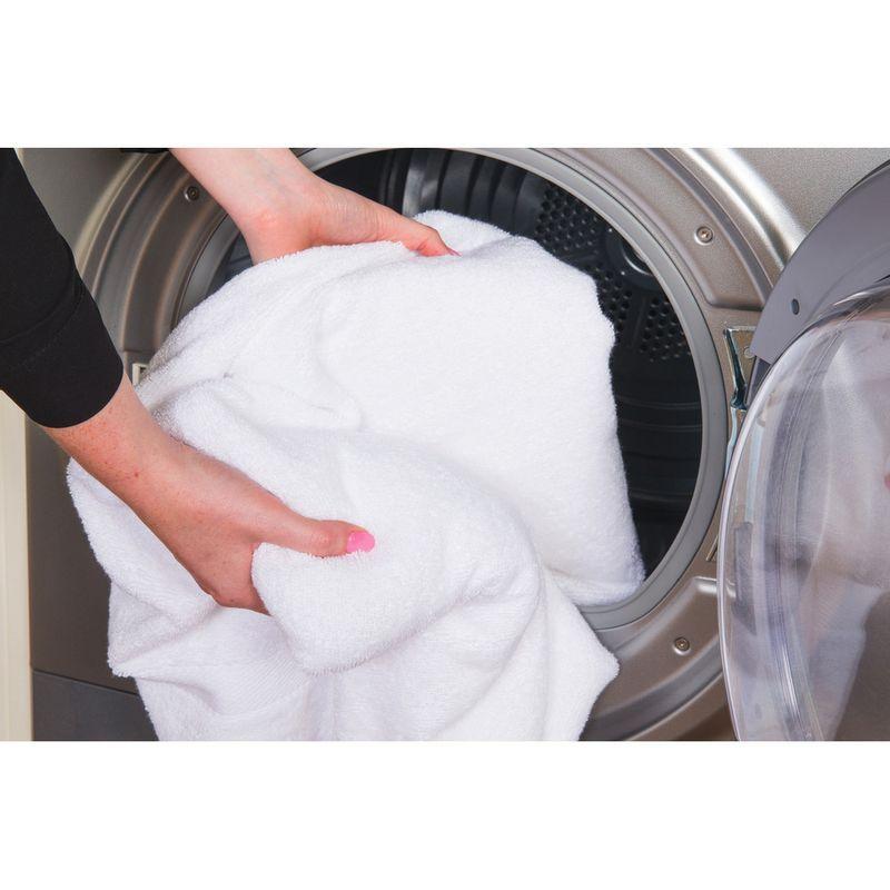 Hotpoint-Dryer-TCFS-83B-GG--UK--Graphite-Lifestyle_People