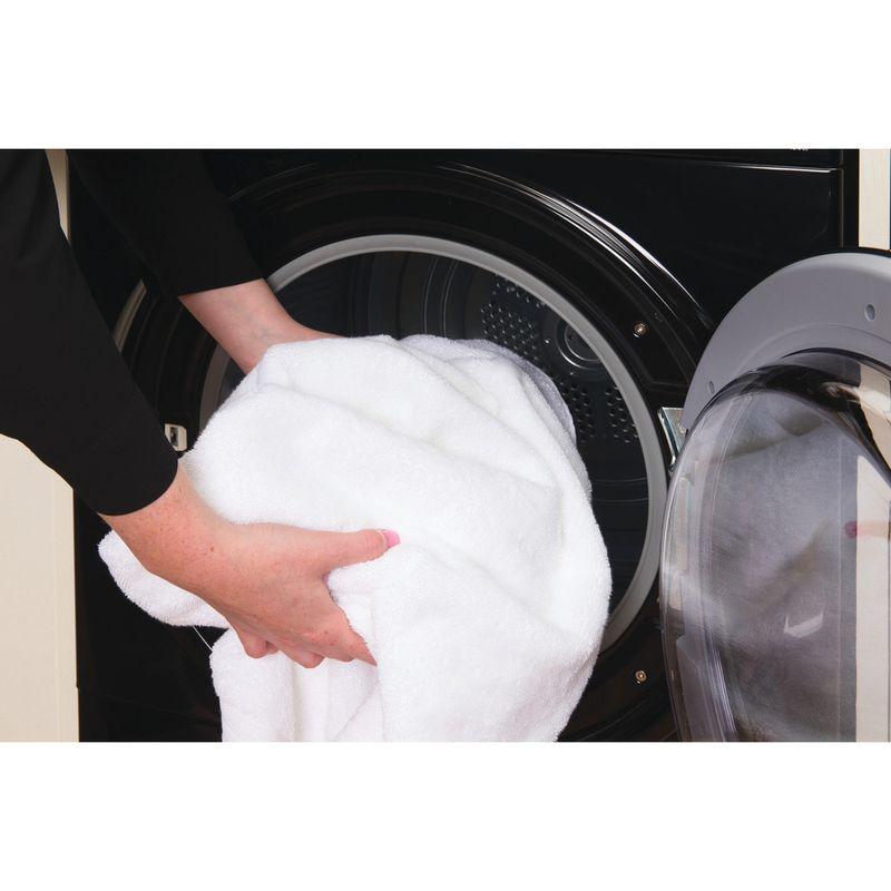 Hotpoint-Dryer-TCFS-83B-GK--UK--Black-Lifestyle_People