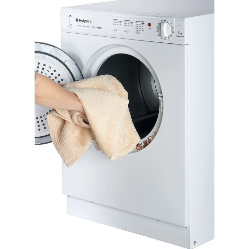 Hotpoint-Dryer-V4D-01-P--UK--White-Lifestyle-people