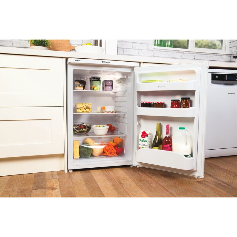 Hotpoint-Refrigerator-Free-standing-RLAAV22P.1-White-Lifestyle_Perspective_Open
