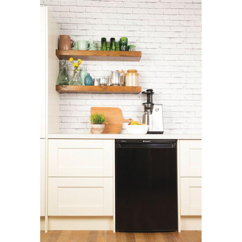 Hotpoint-Refrigerator-Free-standing-RLAAV22K.1-Black-Lifestyle_Frontal