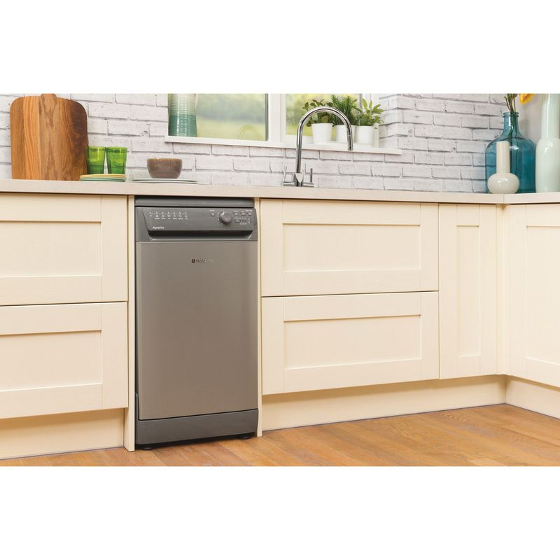 Hotpoint-Dishwasher-Free-standing-SIAL-11010-G-Free-standing-A-Lifestyle_Perspective