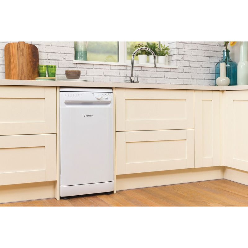 Hotpoint-Dishwasher-Free-standing-SIAL-11010-P-Free-standing-A-Lifestyle_Perspective