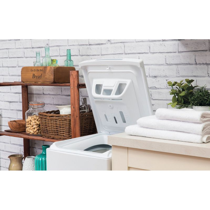 Hotpoint-Washing-machine-Free-standing-WMTF-722-H-UK-White-Top-loader-A---Lifestyle_Perspective_Open
