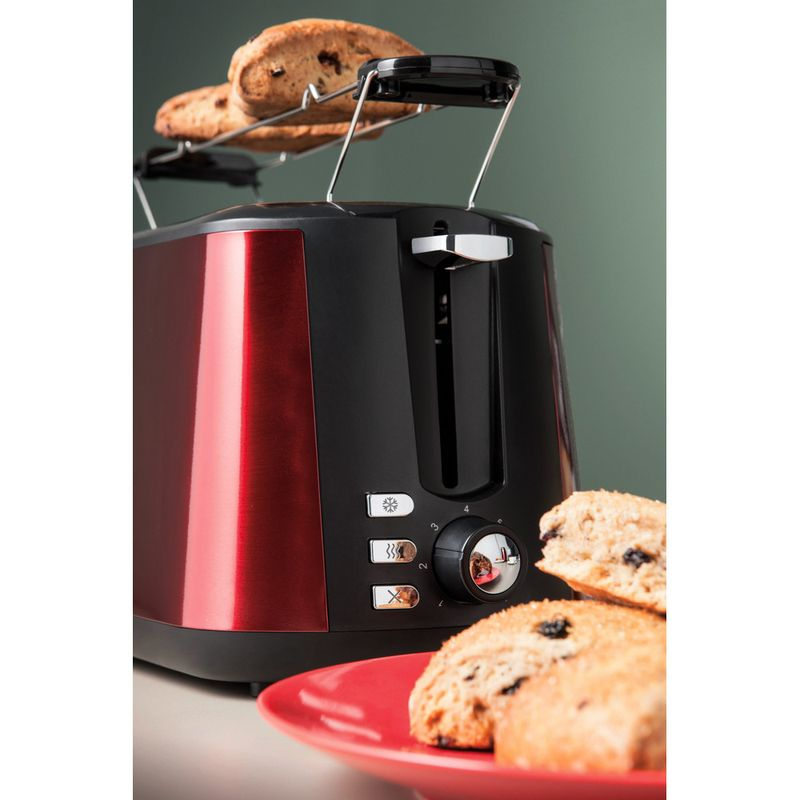 Hotpoint-Toaster-Free-standing-TT-22M-DR0-L-UK-Red-Lifestyle-detail