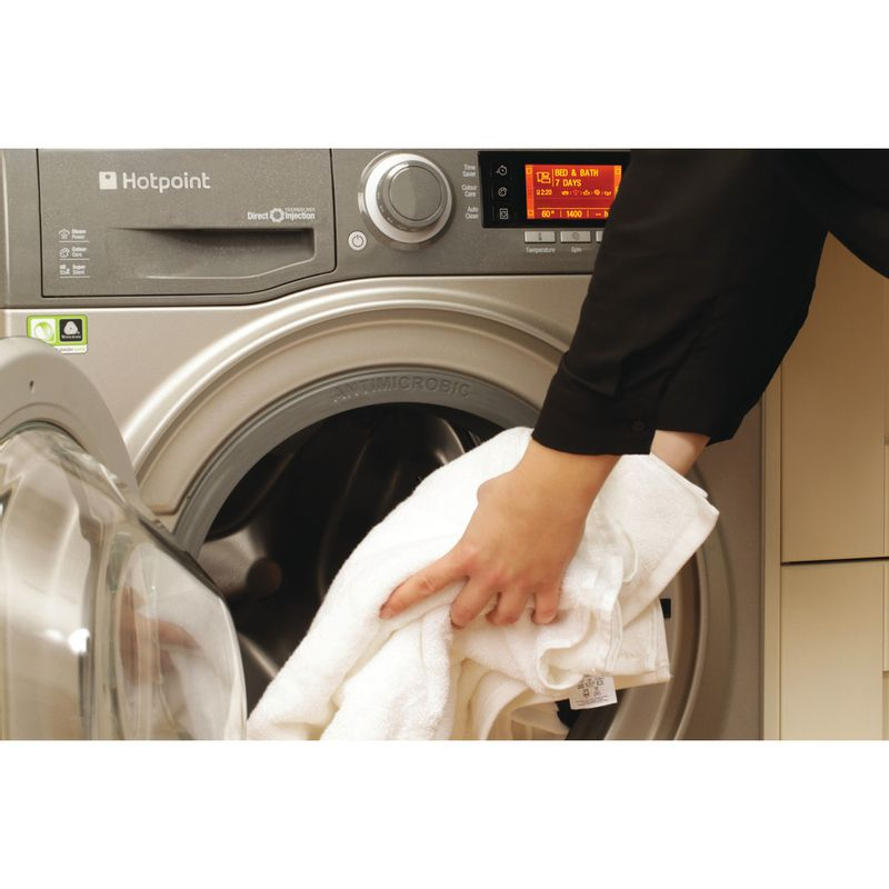 Hotpoint-Washing-machine-Free-standing-RPD-9467-JGG-UK-Graphite-Front-loader-A----Lifestyle_People