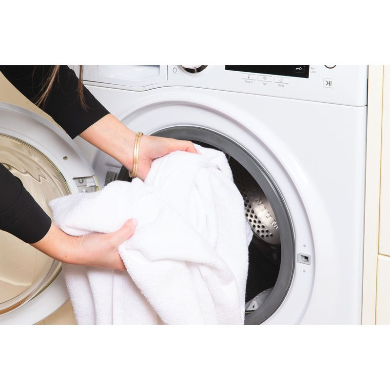 Hotpoint-Washing-machine-Free-standing-RPD-10657-J-UK-White-Front-loader-A----Lifestyle_People