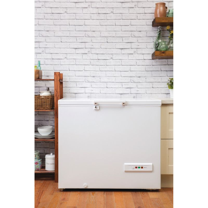 Hotpoint-Freezer-Free-standing-CS1A-250-H-UK-White-Lifestyle_Frontal