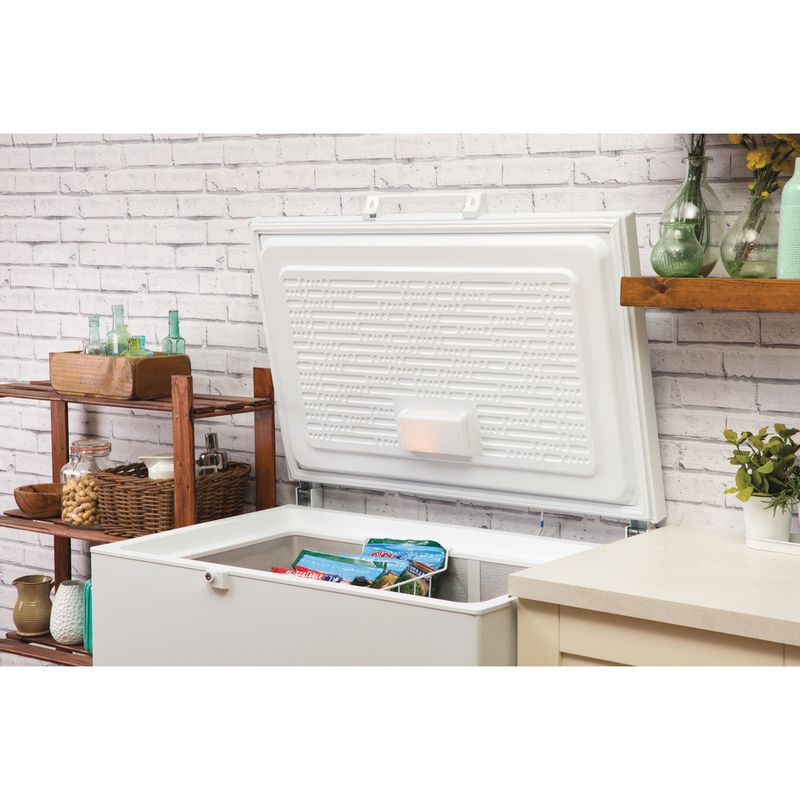 Hotpoint-Freezer-Free-standing-CS1A-250-H-UK-White-Lifestyle_Perspective_Open