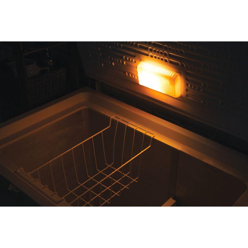 Hotpoint-Freezer-Free-standing-CS1A-250-H-UK-White-Lifestyle_Detail