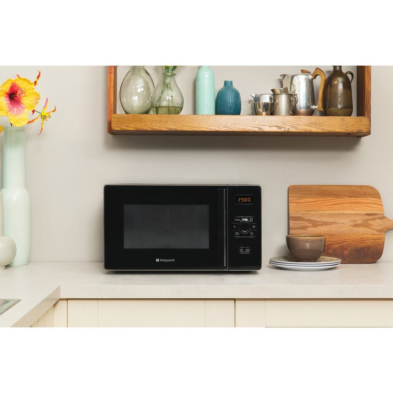 Hotpoint-Microwave-Free-standing-MWH-2521-B-UK-Black-Electronic-25-MW-only-700-Lifestyle_Frontal