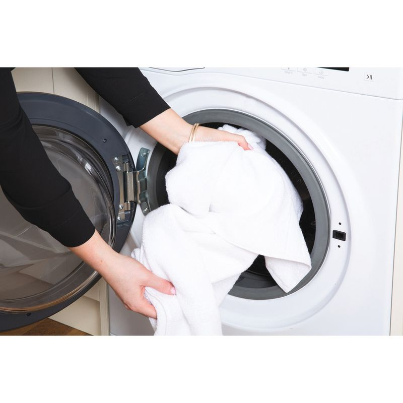 Hotpoint-Washing-machine-Free-standing-RPD-10667-DD-UK-White-Front-loader-A----Lifestyle_People