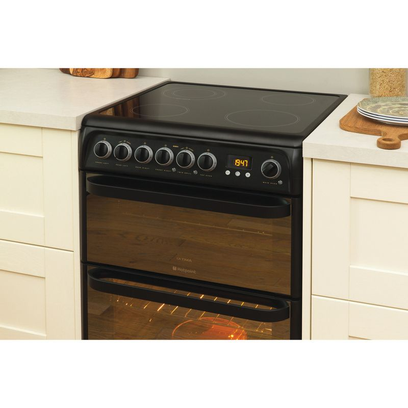 Hotpoint-Double-Cooker-DUE61BC-Charcoal-grey-A-Vitroceramic-Lifestyle-perspective