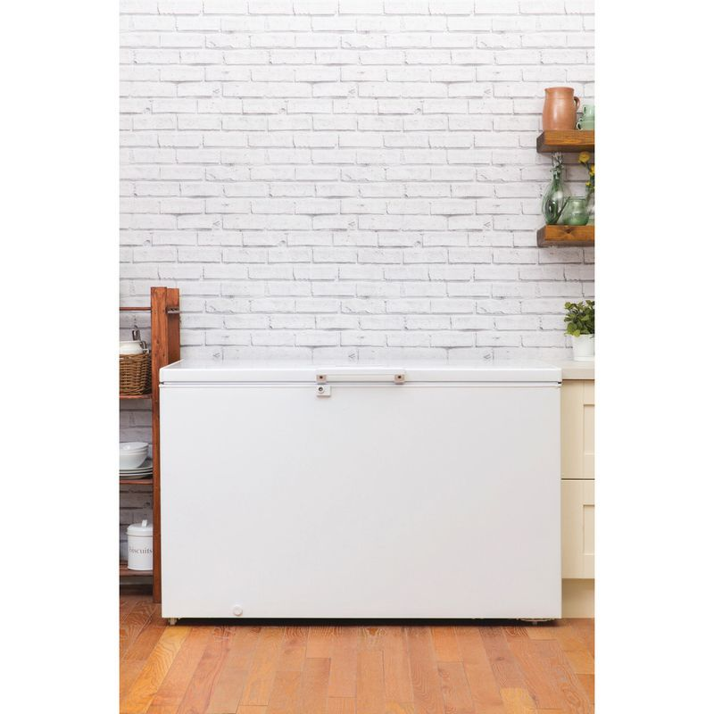 Hotpoint-Freezer-Free-standing-CS1A-400-FM-H--UK--White-Lifestyle_Frontal