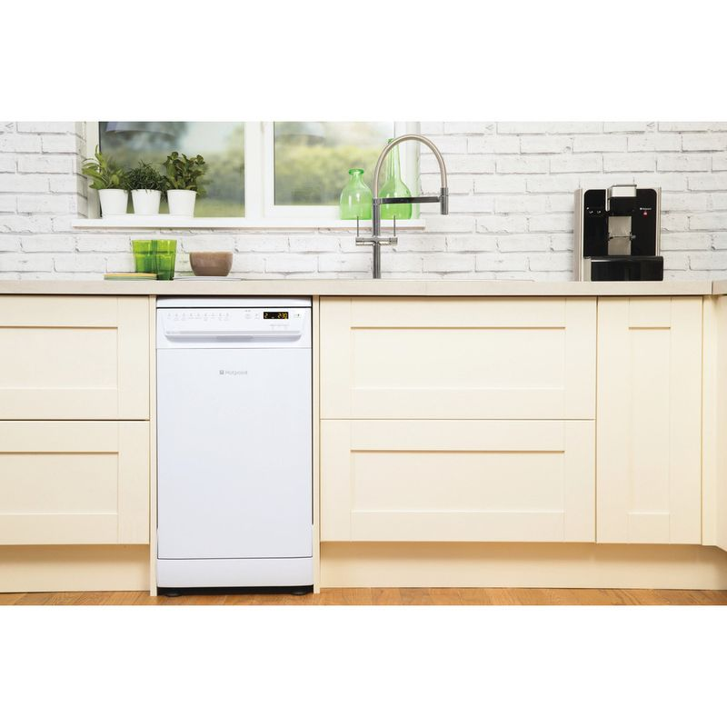 Hotpoint-Dishwasher-Free-standing-SIUF-32120-P-Free-standing-A-Lifestyle_Frontal