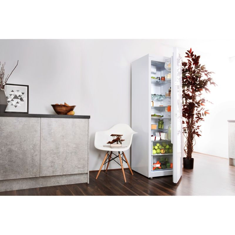 Hotpoint-Refrigerator-Free-standing-SH8-1Q-WRFD-UK-Global-white-Lifestyle-perspective-open