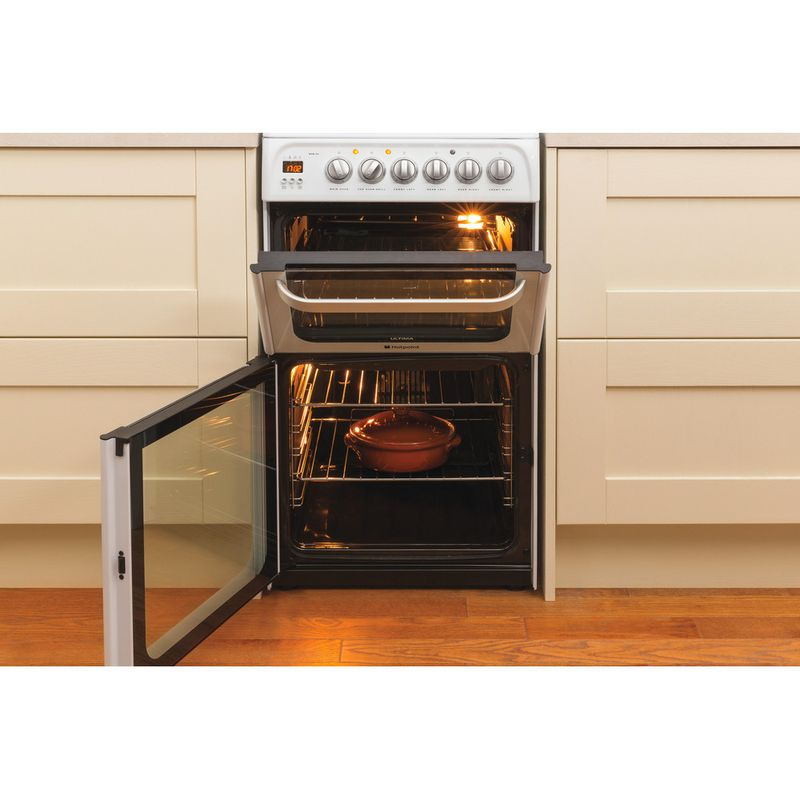 Hotpoint-Double-Cooker-HUE53P-S-White-A-Vitroceramic-Lifestyle_Frontal_Open