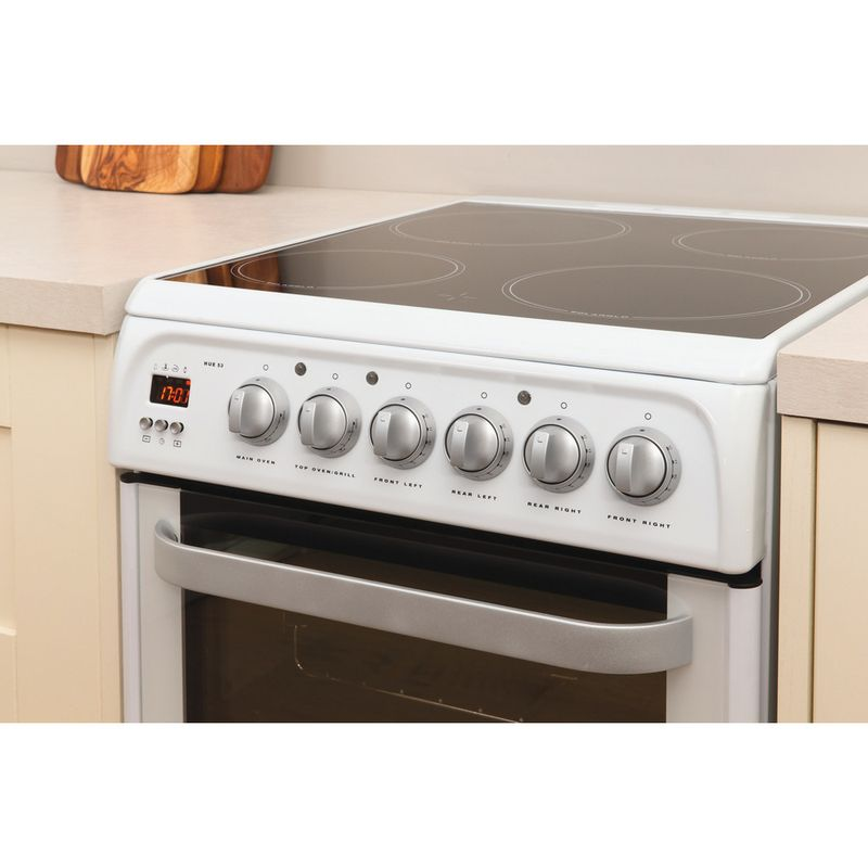Hotpoint-Double-Cooker-HUE53P-S-White-A-Vitroceramic-Lifestyle_Perspective