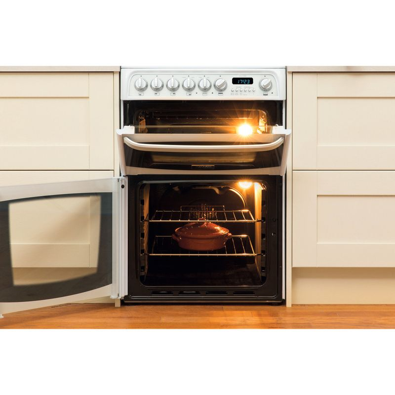 Hotpoint-Double-Cooker-CH60EKW-S-White-B-Vitroceramic-Lifestyle_Frontal_Open