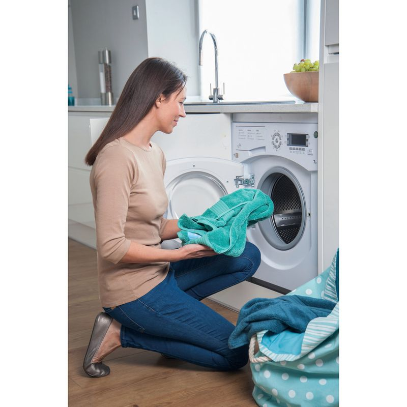 Hotpoint-Washing-machine-Built-in-BHWMD-732--UK--White-Front-loader-A---Lifestyle_People
