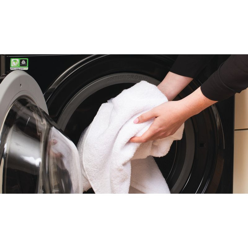 Hotpoint-Washing-machine-Free-standing-RSG-845-JKX-UK-Black-Front-loader-A----Lifestyle_People