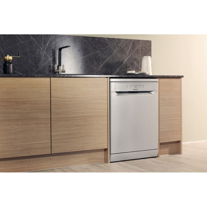 Hotpoint-Dishwasher-Free-standing-HFC-2B19-SV-UK-Free-standing-A-Lifestyle_Perspective