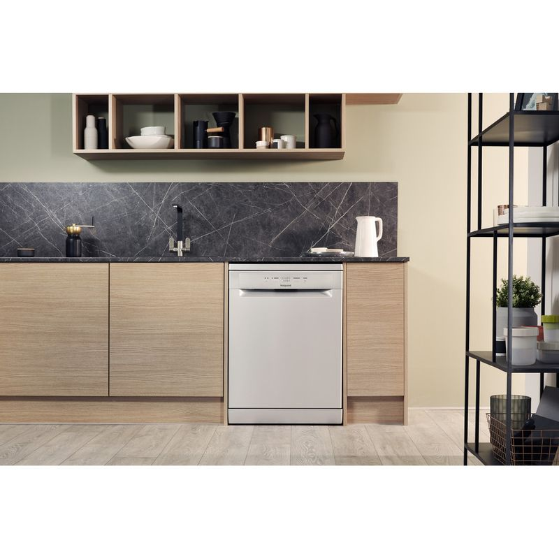 Hotpoint-Dishwasher-Free-standing-HFC-2B19-SV-UK-Free-standing-A-Lifestyle_Frontal