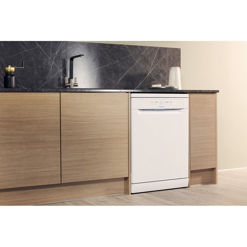 Hotpoint-Dishwasher-Free-standing-HFC-2B19-UK-Free-standing-A-Lifestyle_Perspective