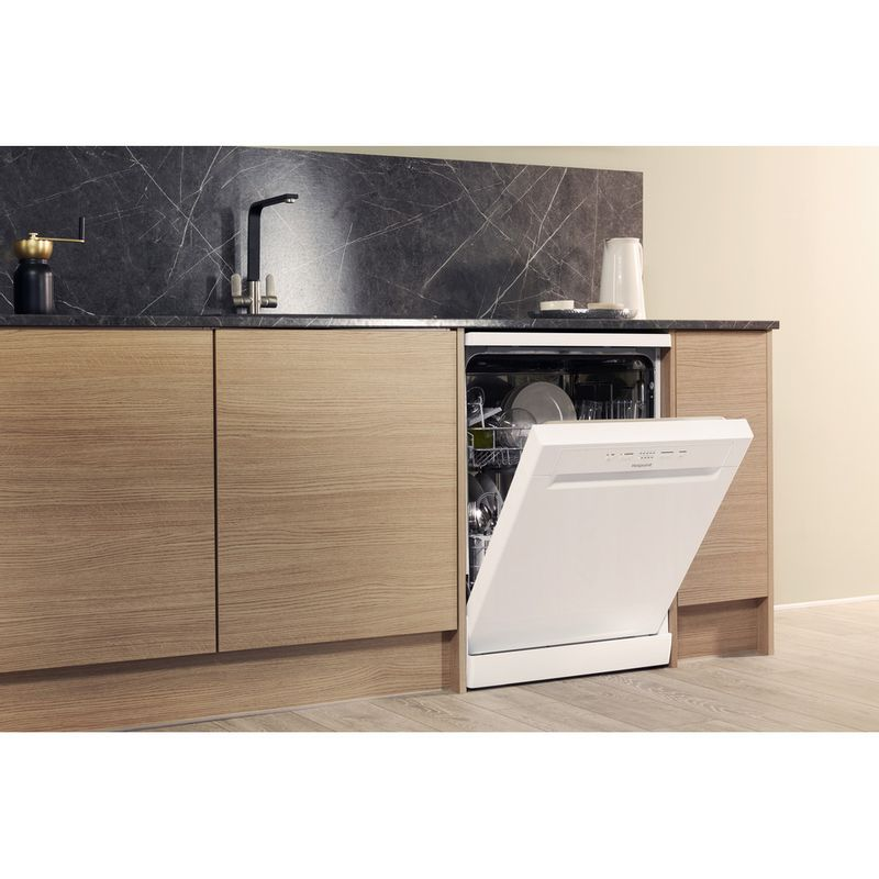 Hotpoint-Dishwasher-Free-standing-HFC-2B19-UK-Free-standing-A-Lifestyle_Perspective_Open