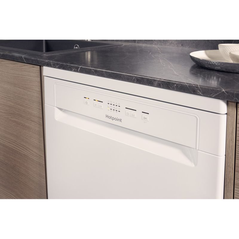 Hotpoint-Dishwasher-Free-standing-HFC-2B19-UK-Free-standing-A-Lifestyle_Control_Panel