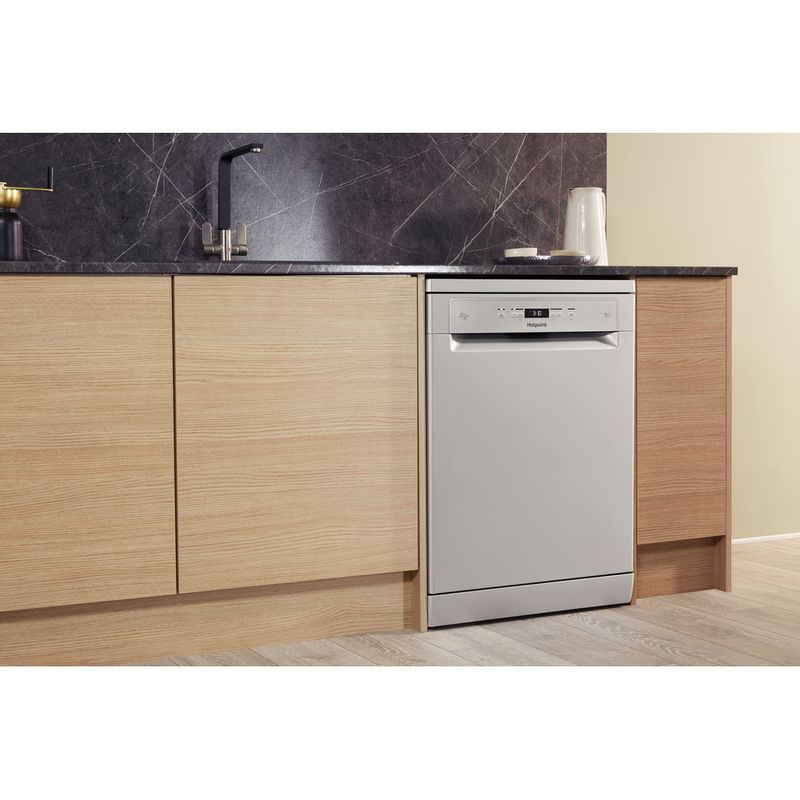 Hotpoint-Dishwasher-Free-standing-HFC-3C26-W-SV-UK-Free-standing-A-Lifestyle_Perspective