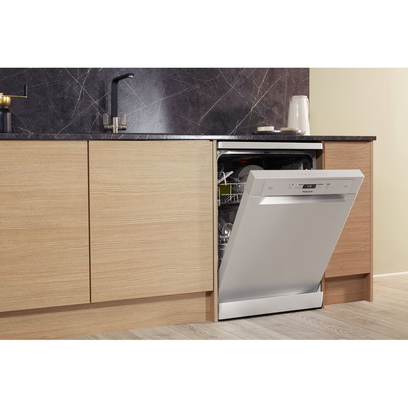 Hotpoint-Dishwasher-Free-standing-HFC-3C26-W-SV-UK-Free-standing-A-Lifestyle_Perspective_Open