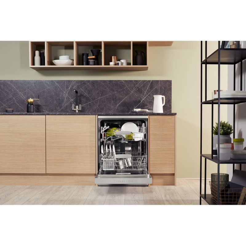 Hotpoint-Dishwasher-Free-standing-HFC-3C26-W-SV-UK-Free-standing-A-Lifestyle_Frontal_Open