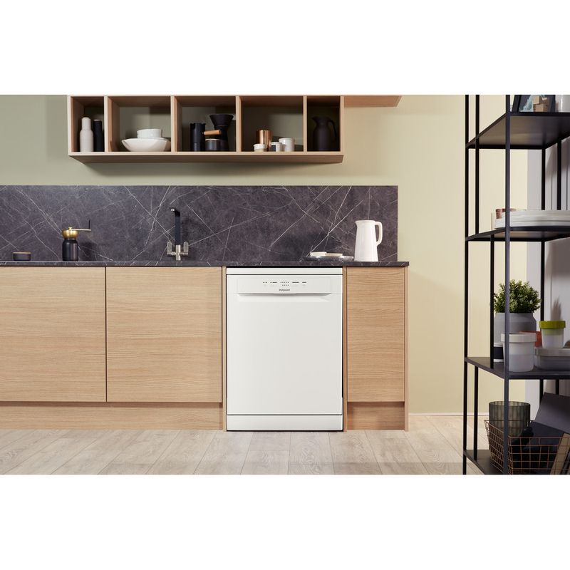 Hotpoint-Dishwasher-Free-standing-HFC-2B-26-C-UK-Free-standing-A-Lifestyle_Frontal