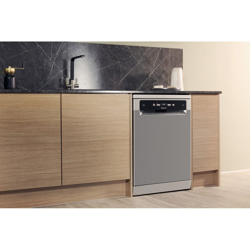 Hotpoint-Dishwasher-Free-standing-HDFO-3C24-W-C-X-UK-Free-standing-A-Lifestyle_Perspective