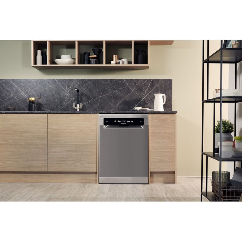 Hotpoint-Dishwasher-Free-standing-HDFO-3C24-W-C-X-UK-Free-standing-A-Lifestyle_Frontal