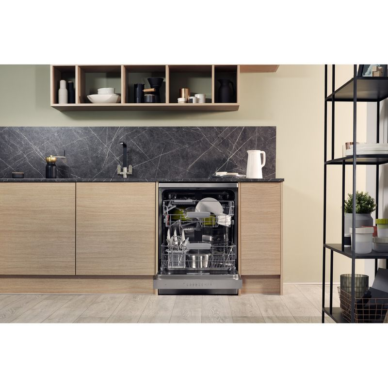 Hotpoint-Dishwasher-Free-standing-HDFO-3C24-W-C-X-UK-Free-standing-A-Lifestyle_Frontal_Open