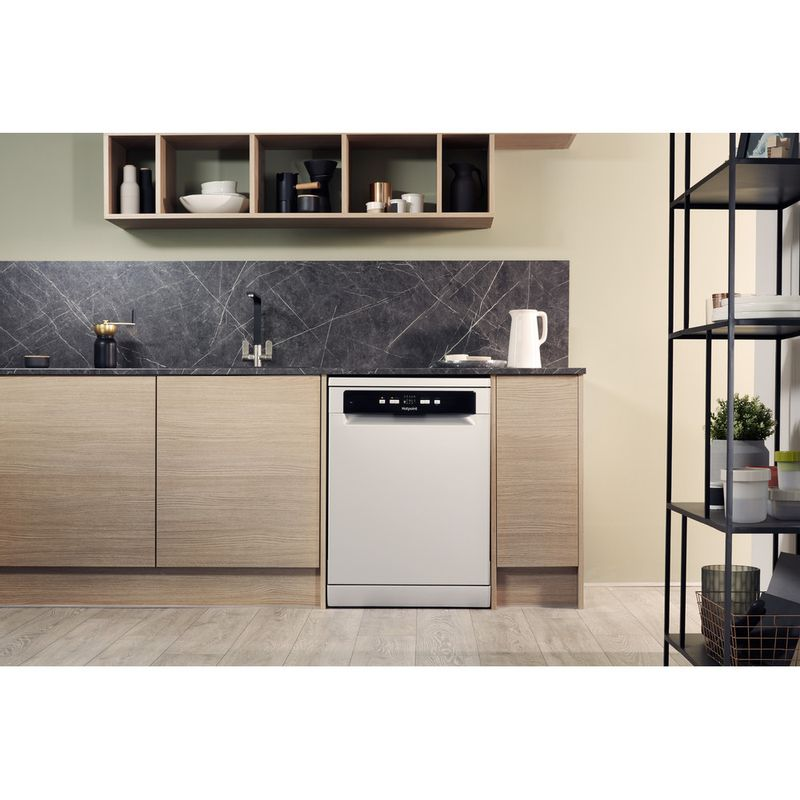 Hotpoint-Dishwasher-Free-standing-HDFC-2B-26-SV-UK-Free-standing-A-Lifestyle_Frontal