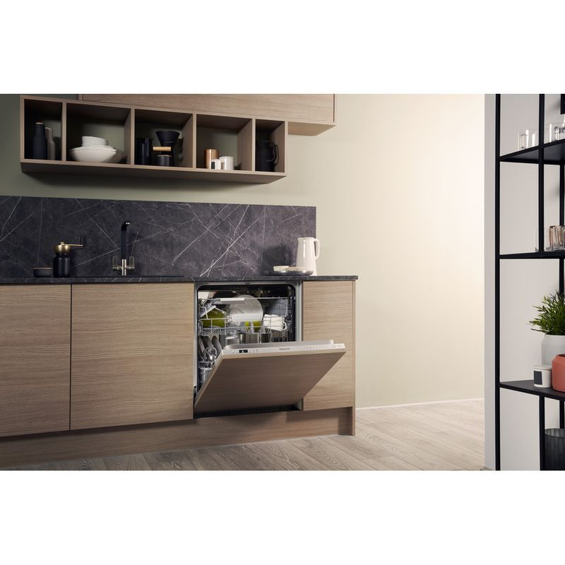 Hotpoint-Dishwasher-Built-in-HIO-3C22-WS-C-UK-Full-integrated-A-Lifestyle-perspective-open