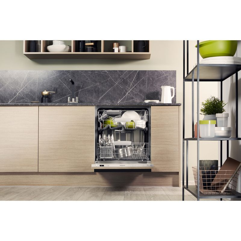 Hotpoint-Dishwasher-Built-in-HIO-3C26-W-UK-Full-integrated-E-Lifestyle_Frontal_Open