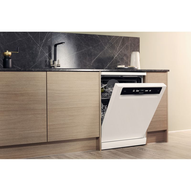Hotpoint-Dishwasher-Free-standing-HFO-3T221-WG-C-UK-Free-standing-A-Lifestyle_Perspective_Open