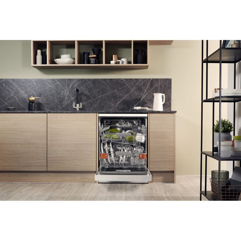 Hotpoint-Dishwasher-Free-standing-HFO-3T221-WG-C-UK-Free-standing-A-Lifestyle_Frontal_Open